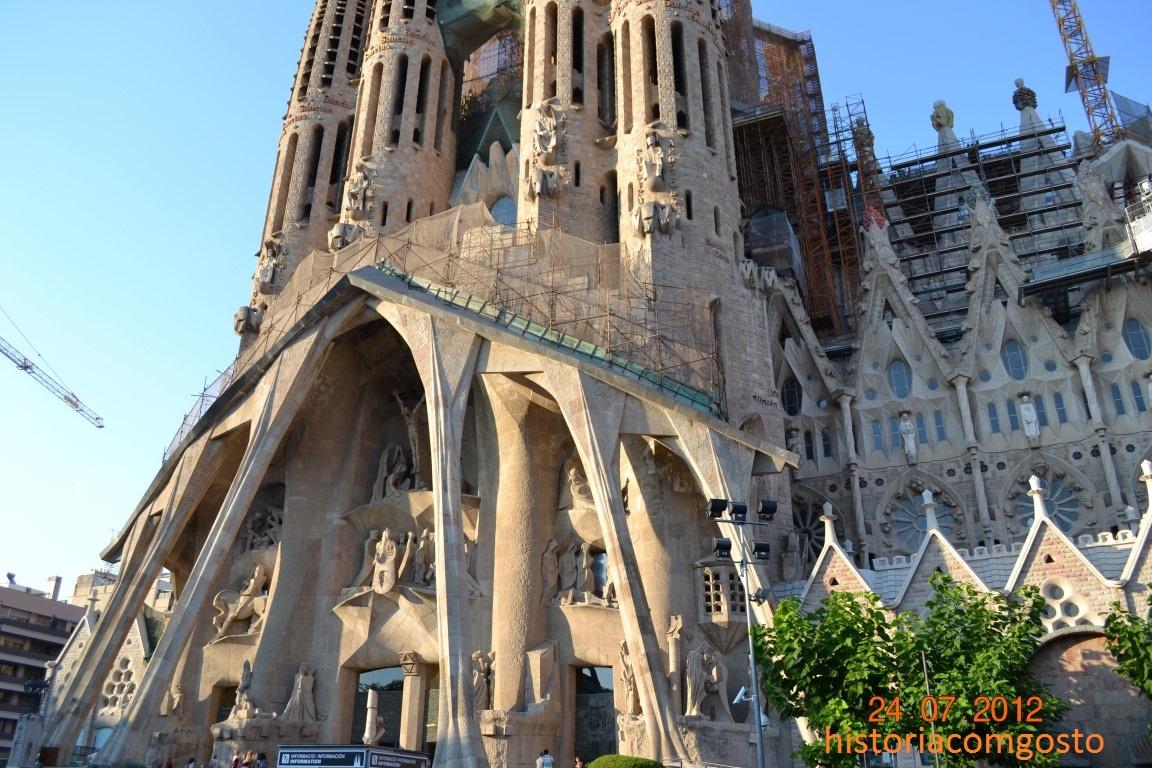 no final do sculo xix a catalunha vivia um perodo de exploso cultural nas reas de literatura escultura e acima de tudo na rea de arquitetura