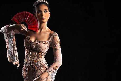 Luna Maya with Glamour Kebaya Photo Collection - Foto Sexy