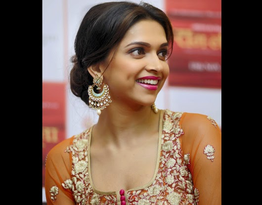 LATEST DESIGNS GOLD JEWELLERY: BOLLYWOOD ACTRESS DEEPIKA ...