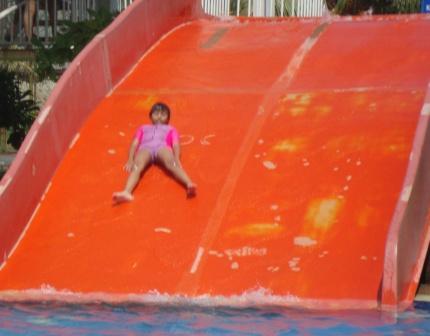 Berenang di Citra Garden Medan