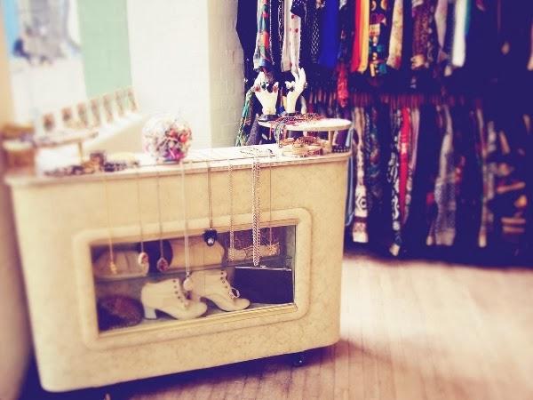 Lojas de roupas e calçados são responsáveis por 50% da contratação temporária em Campina