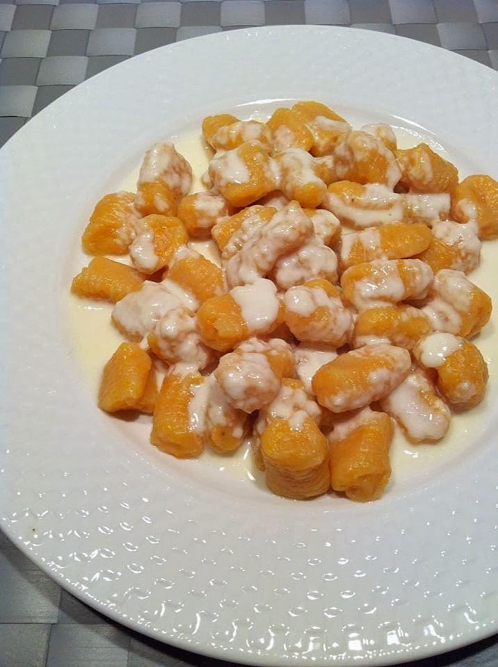 Ñoquis de calabaza en salsa de taleggio
