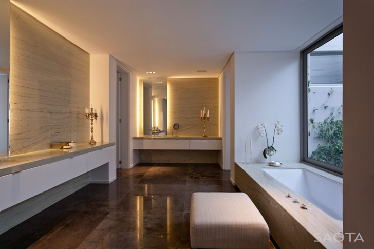 Bathroom in Contemporary Villa by SAOTA
