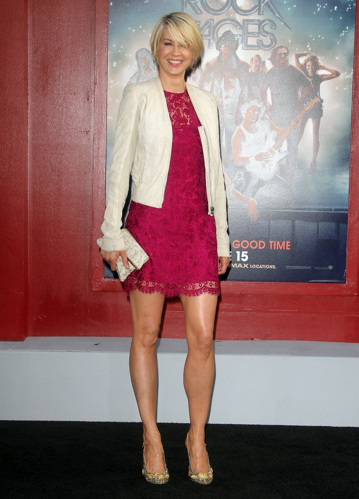 Jenna Elfman Poses For Photographers At Rock Of Ages Premiere