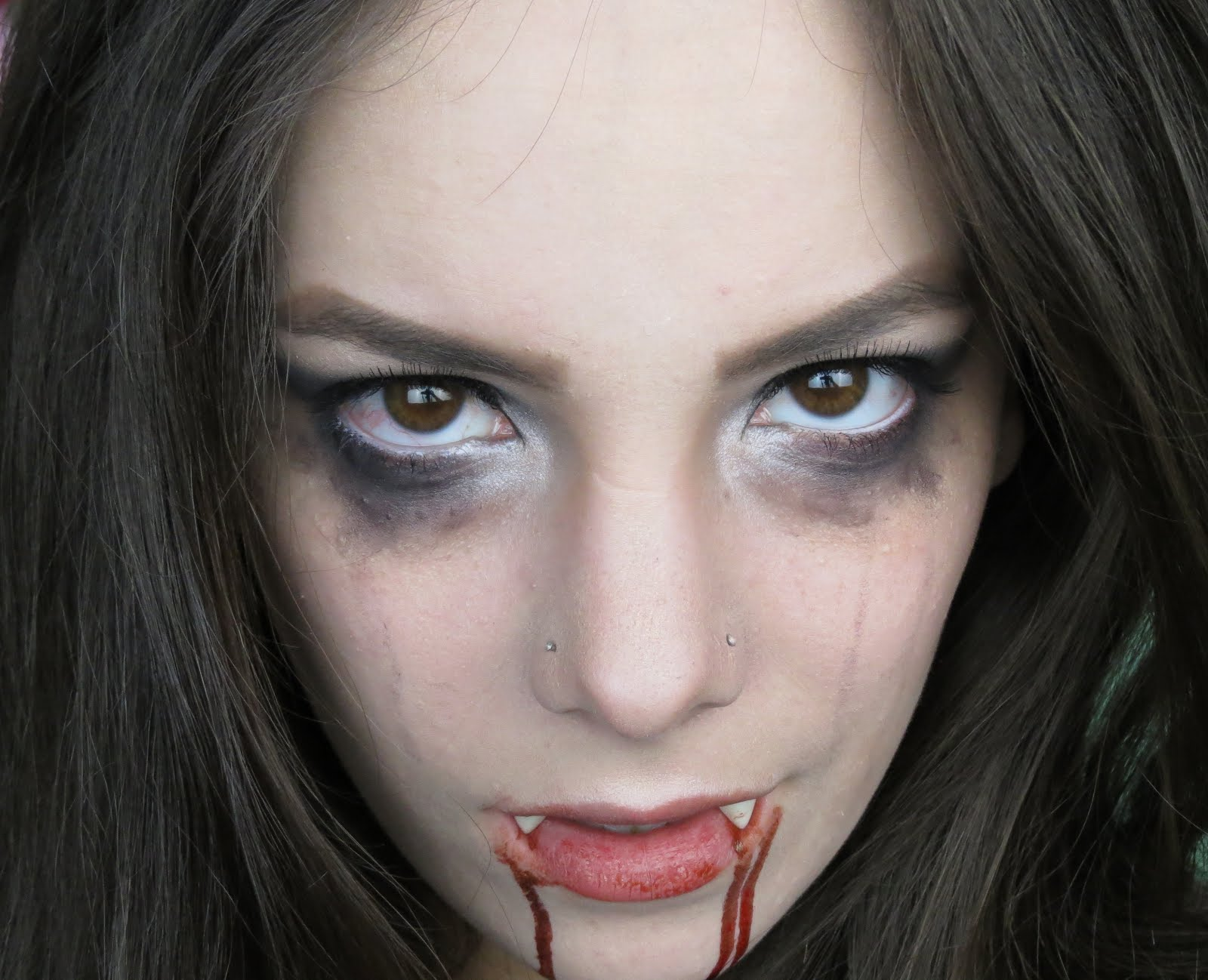 Как себе сделать глаза вампира 168