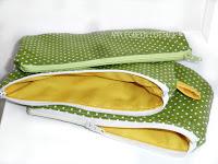 http://applegreencottage.blogspot.com/2015/10/zipper-pouch-tutorial.html