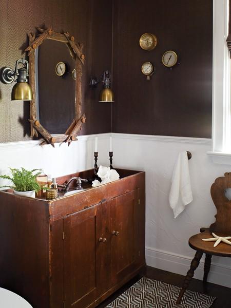 Интерьер маленькой ванной комнаты с лесным дизайном