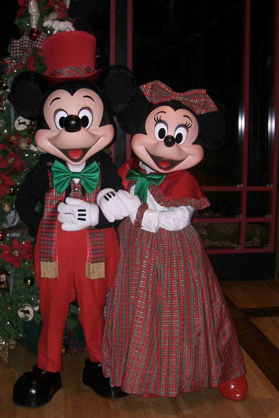unofficial disney character hunting guide  christmas