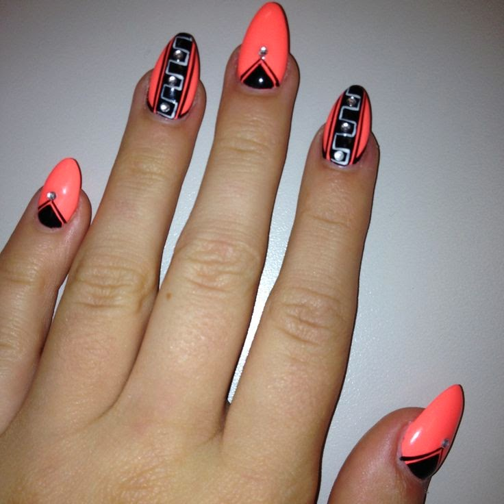 Beauty and a... Pointy Nails Vs Square