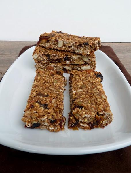 Vanilla & Spice: Chewy Almond Butter & Banana Granola Bars