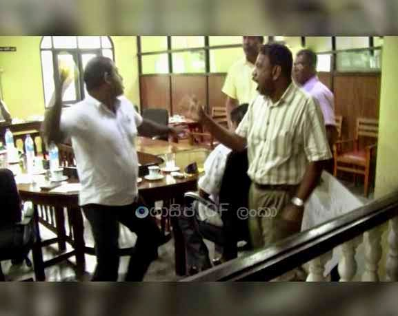 Clash at Panadura Urban Council - (Watch video)
