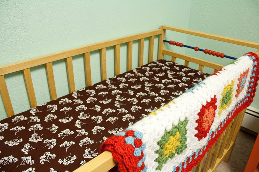 knit nat make your own fitted crib sheet. Black Bedroom Furniture Sets. Home Design Ideas