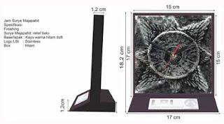 detil desain dan spesifikasi souvenir jam surya majapahit
