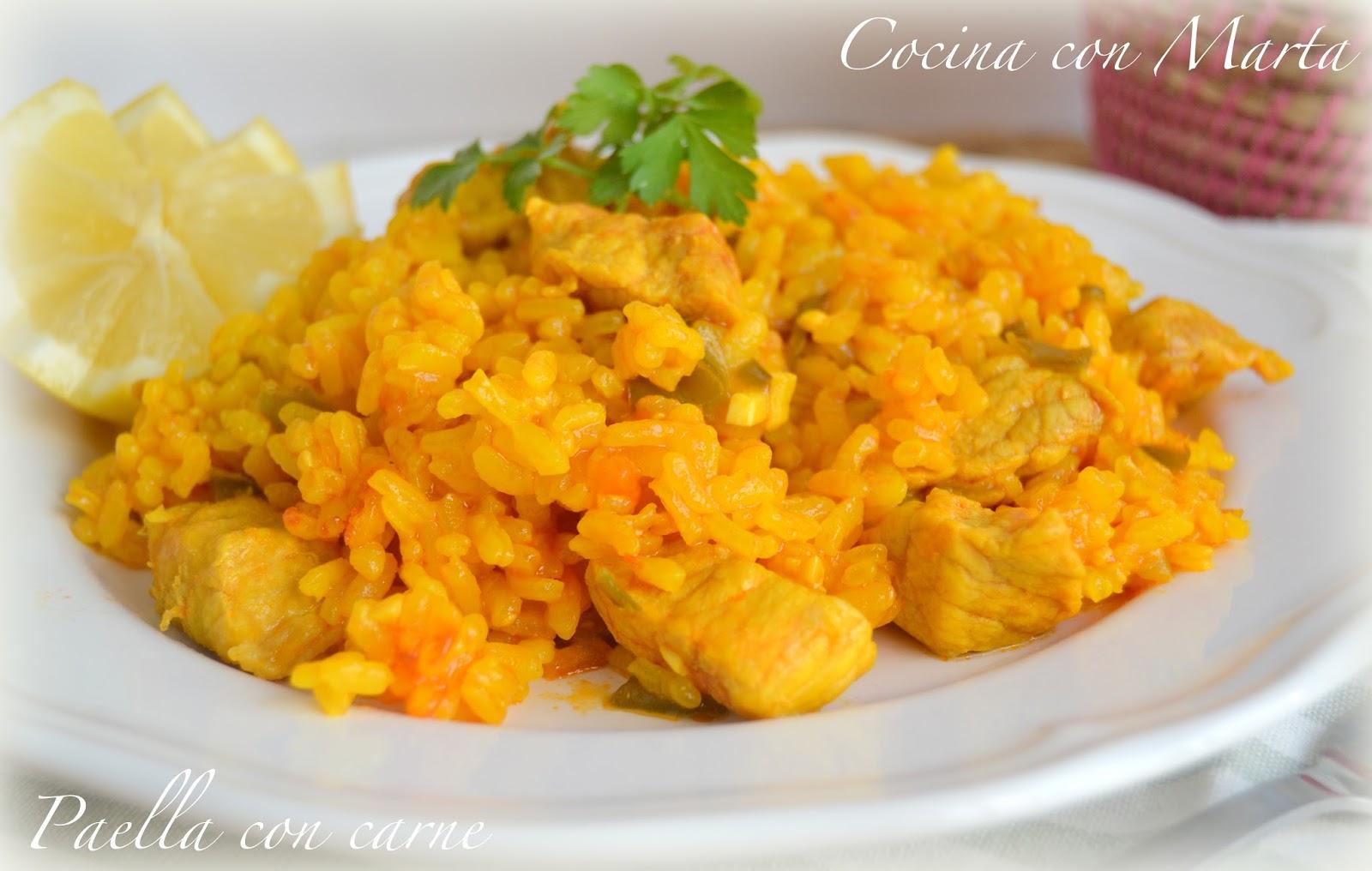 Paella o arroz con carne. Fácil, rápido y casero. Plato típico España.