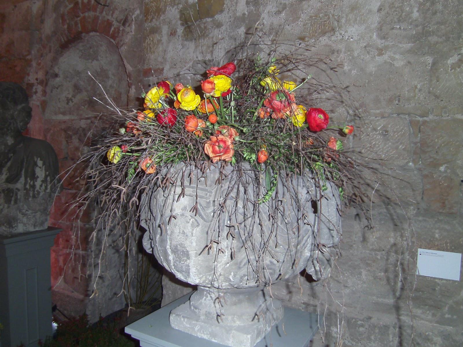 fr hlingsfloristik floristics in springtime. Black Bedroom Furniture Sets. Home Design Ideas