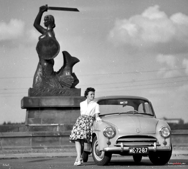 Syrena Syrenka FSO Warszawa Polska zdjęcia retro czarno białe vintage stara Warszawa Powiśle motoryzacja kobiety