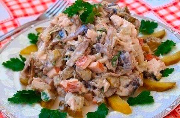 Салат с грибами солеными и солеными огурцами рецепт