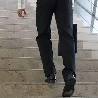 businessman_walking_upstairs - قلة الحركة تؤدي إلى الشيخوخة المبكرة