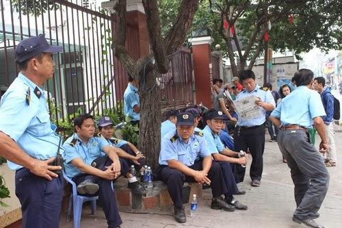 Đại học Hùng Vương làm náo loạn cả khu phố