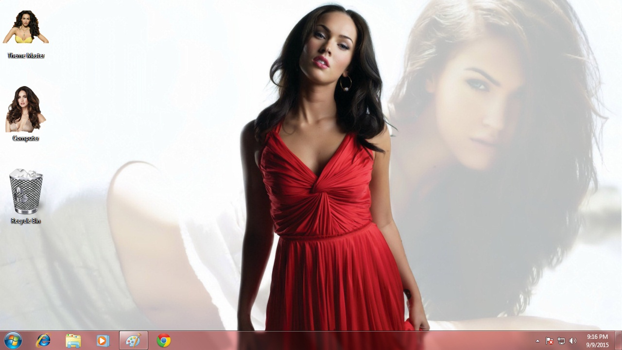 Sexy Megan Fox Theme for Windows 7 / 8 / 8.1 / 10