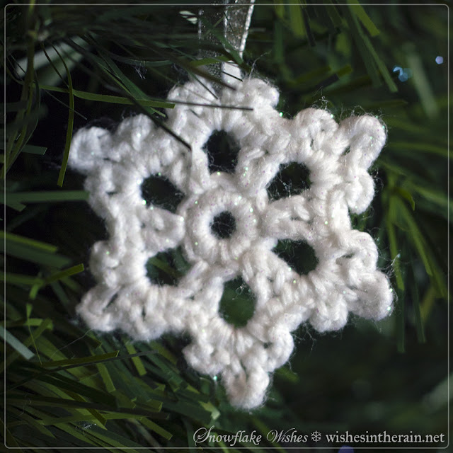 small free crochet snowflake ornament - www.wishesintherain.net
