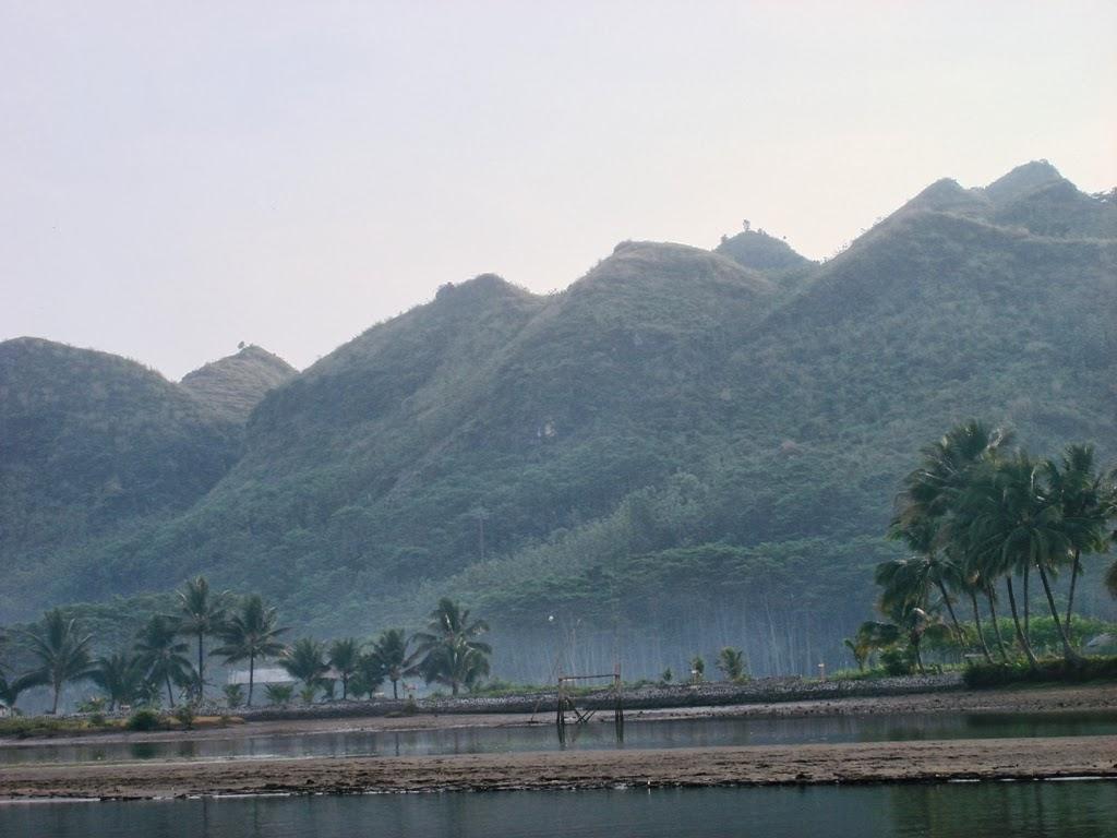 Bukit-bukit dipantai Ayah, Kebumen