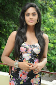 Karthika Nair latest photo shoot-thumbnail-9