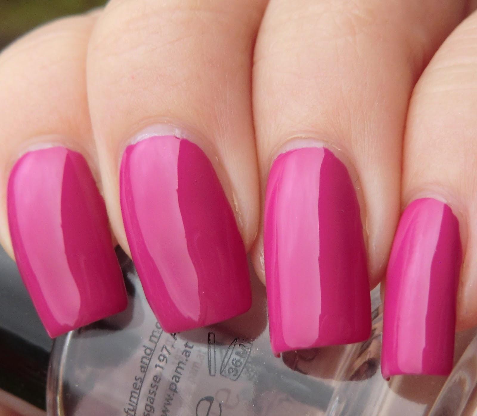 Lenas Sofa: Max Factor Max effect mini nail polish 49 Fuchsia salsa