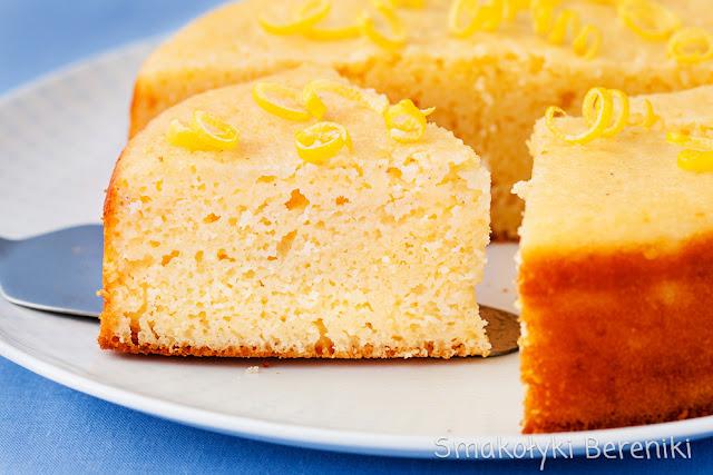 Wilgotne ciasto z kaszą manną