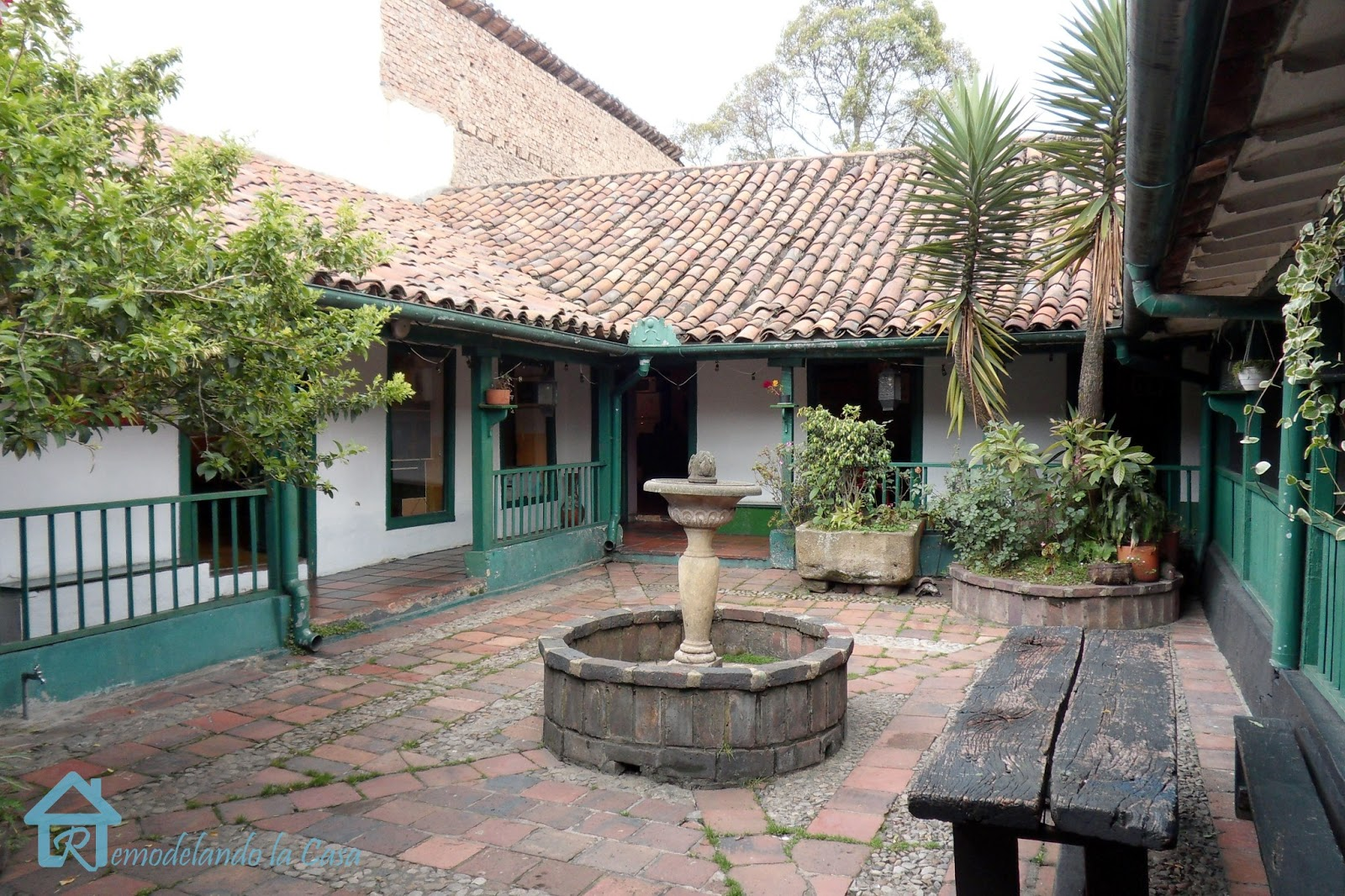 Spanish colonial crush remodelando la casa for Homes with courtyards in the middle