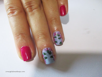 nail art rosa fiore