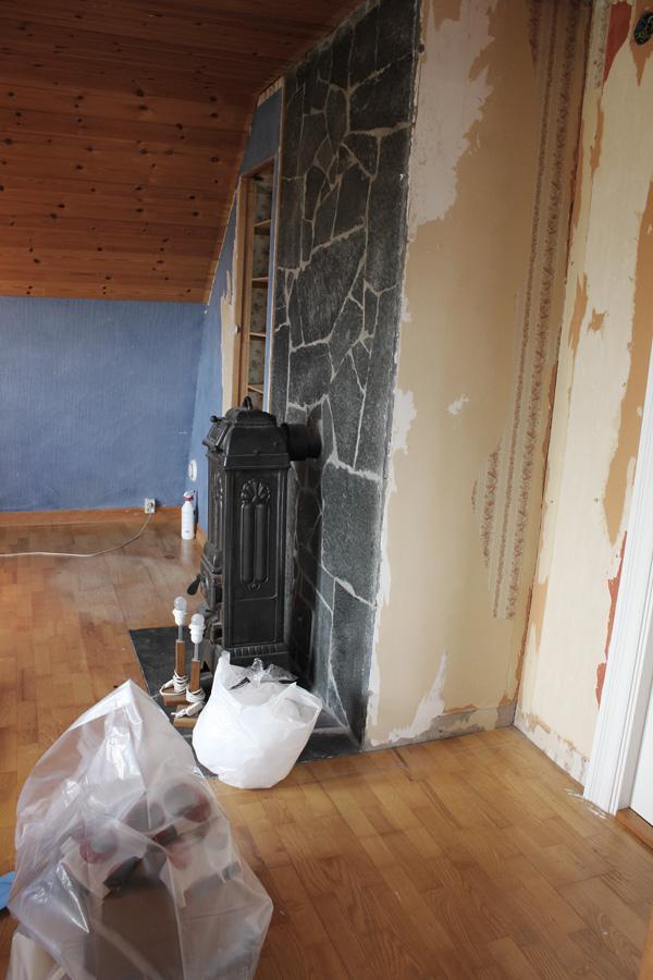 bilder på före och efter renovering av ateljé och arbetsrum, kamin