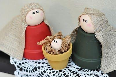 Tres macetas convertidas en José María y el Niño