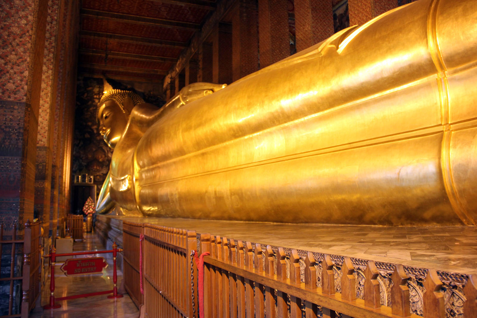 wat pho temple of reclining buddha thailand. Black Bedroom Furniture Sets. Home Design Ideas