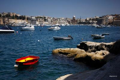 dfhoto publica tus fotos personales Barcas y vista de Kalkara (Las Tres Ciudades) desde Birgu o la Victoriosa en Malta