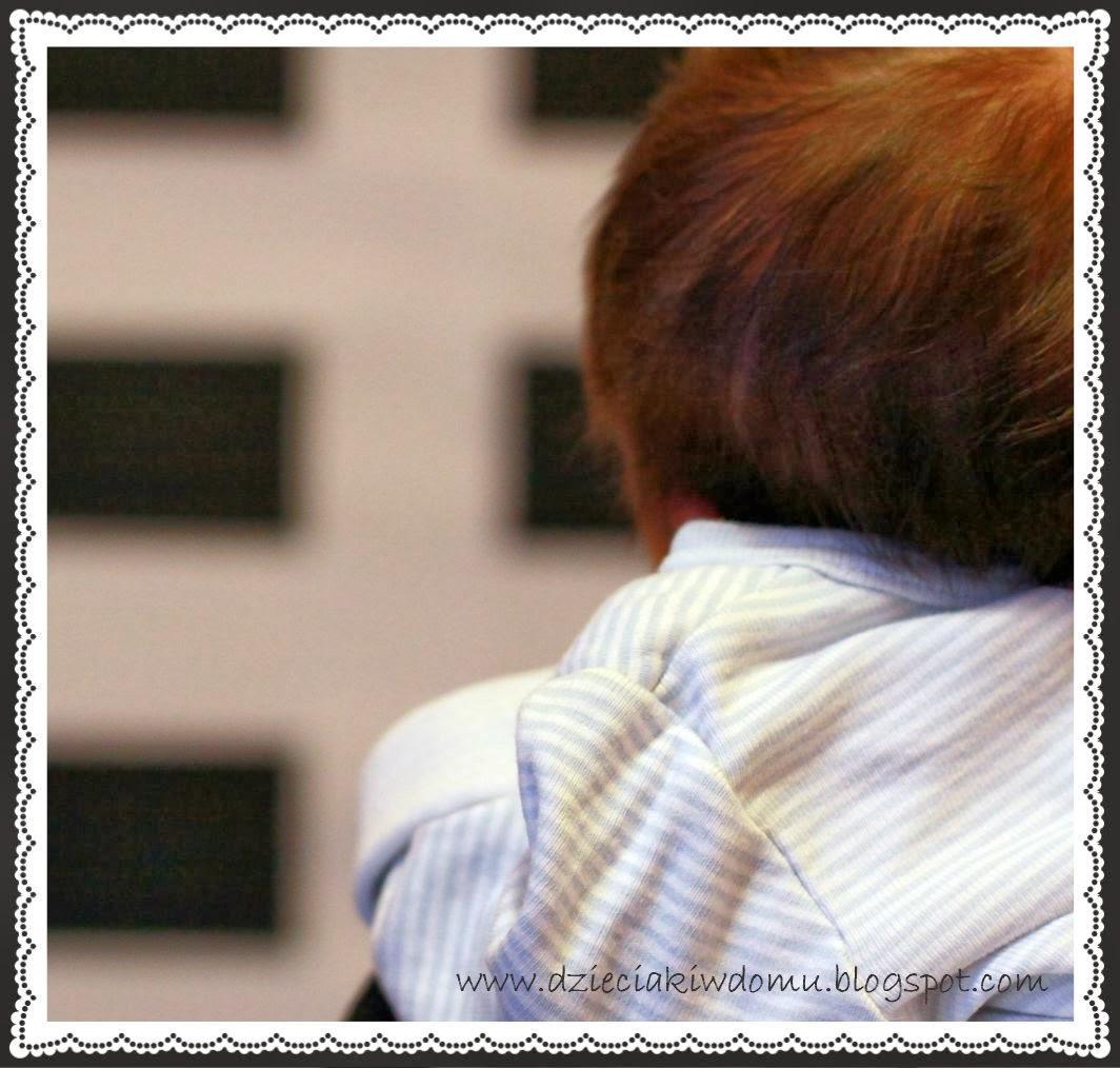 czarno-białe obrazki dla noworodków, stymulowanie rozwoju dziecka w pierwszym miesiącu zycia