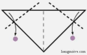 Bước 3: Gấp chéo 2 đỉnh góc của hình tam giác hướng xuống dưới để tạo thành tai chó.