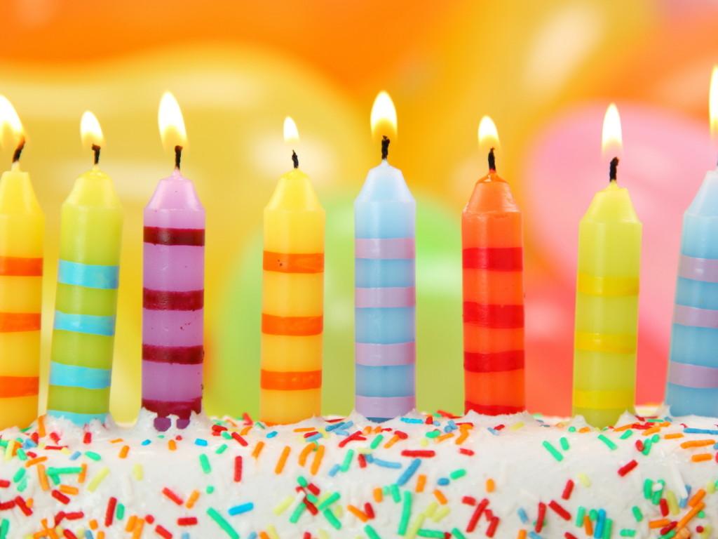 http://1.bp.blogspot.com/-d-j6yuox-lg/UAUXle5jIsI/AAAAAAAAADg/1j0qk4l6O94/s1600/Holidays_Birthday_Birthday_cake_with_candles_032043_.jpg