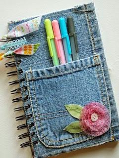 http://manualidadesdehogar.com/anotador-decorado-con-jeans-viejo/