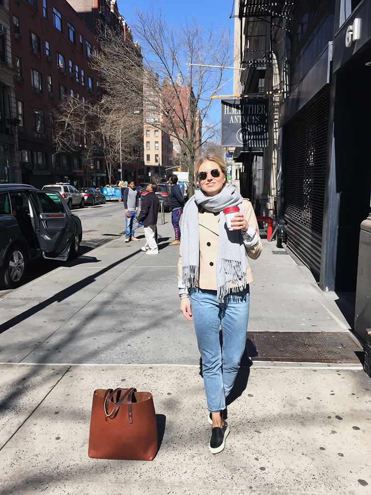 Ann Taylor short trench, Monki mom jeans, Sandro Anacondas slip-on sneakers, Whipping Post leather tote