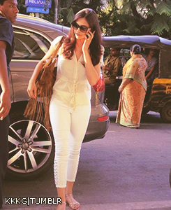 Deepika Padukone and Shaharukh leave for Goa to attend IFFOI