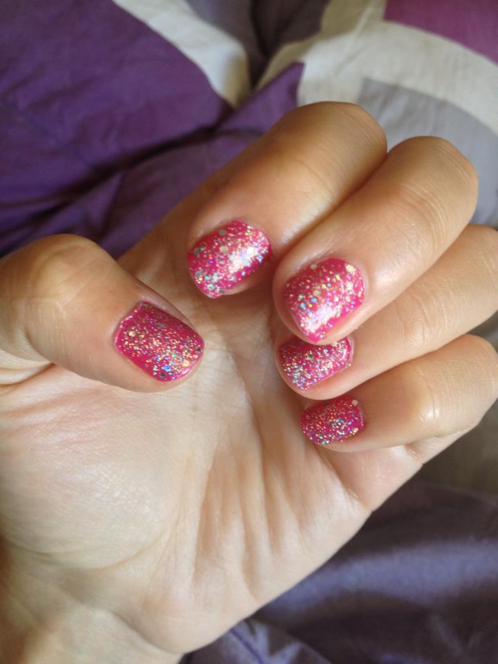 Glitter Pink nails-47938-ary-irigoyen
