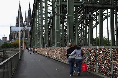 love locks 4 الحب بطريقة مختلفة على جسر هوهنزولرنبريك
