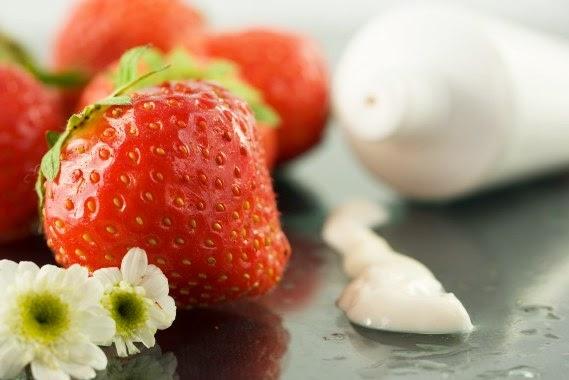 خلطات طبيعية للبشرة من الفراولة