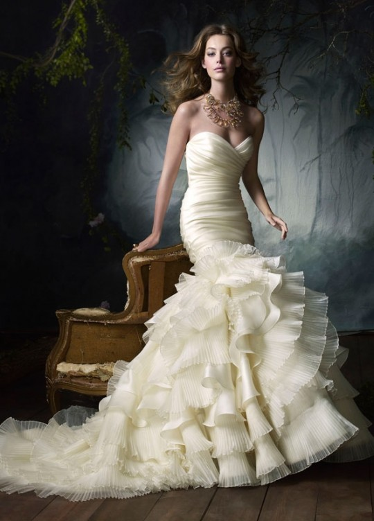 If You Are Engaged And Still Dont Have The Idea What Design Fits For Your Wedding Gown Check Best Gowns That Has Been Perfected By Decades