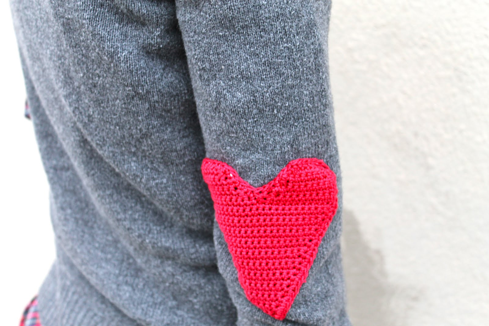 Sans limites crochet heart elbow patches diy for Elbow patch template