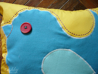 bird pillow detail by dushky