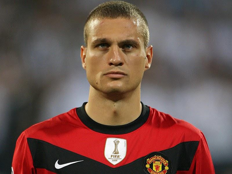 Nemanja Vidić o 3° melhor zagueiro do Pro Evolution Soccer 2013.