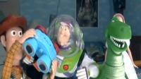"""Deux ados font un remake de """"Toy Story"""" avec de vrais jouets"""