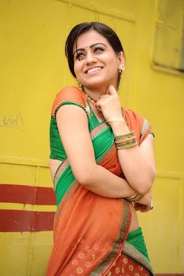 aksha in saree